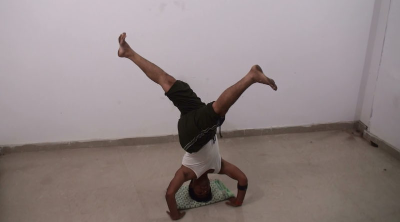 Single Leg Revolved Head Stand